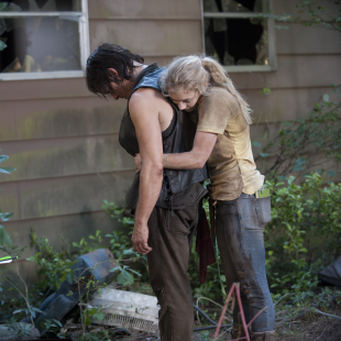 walking-dead-s4-e12-still-beth-hugs-daryl