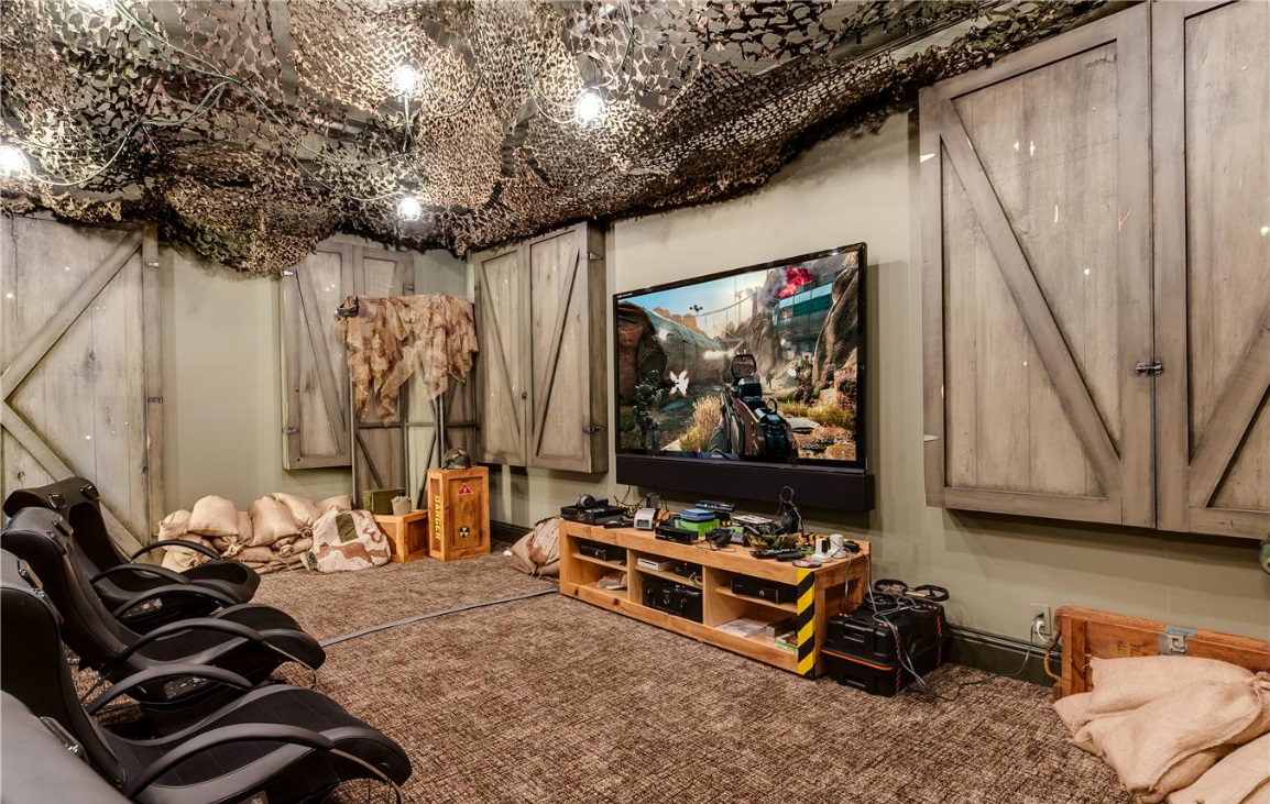 Star trek and star wars inspired rooms in florida mansion for Interior design jungle room