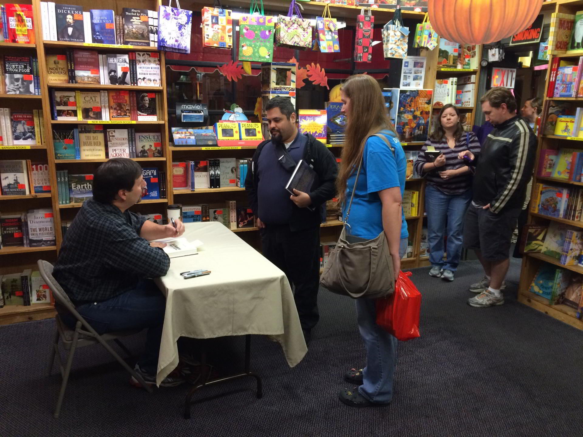 ra salvatore talks to fans during book signing