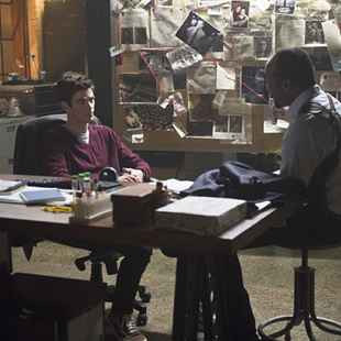 the-flash_season-1_episode-9_the-man-in-the-yellow-suit_still-4small