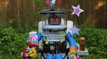 hitchbot-07202015-700x393
