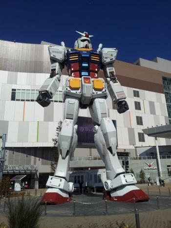giant tokyo gundam statue 350px