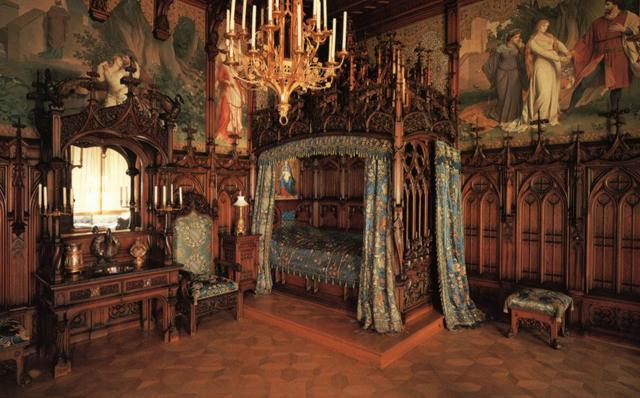 RoyalBedroom