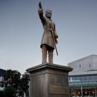 Joffrey Statue