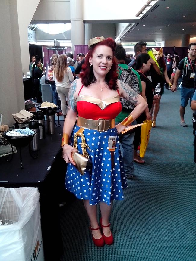 comic con cosplay lady cap again