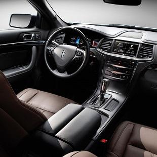 2014 Lincoln MKS Interior 310x