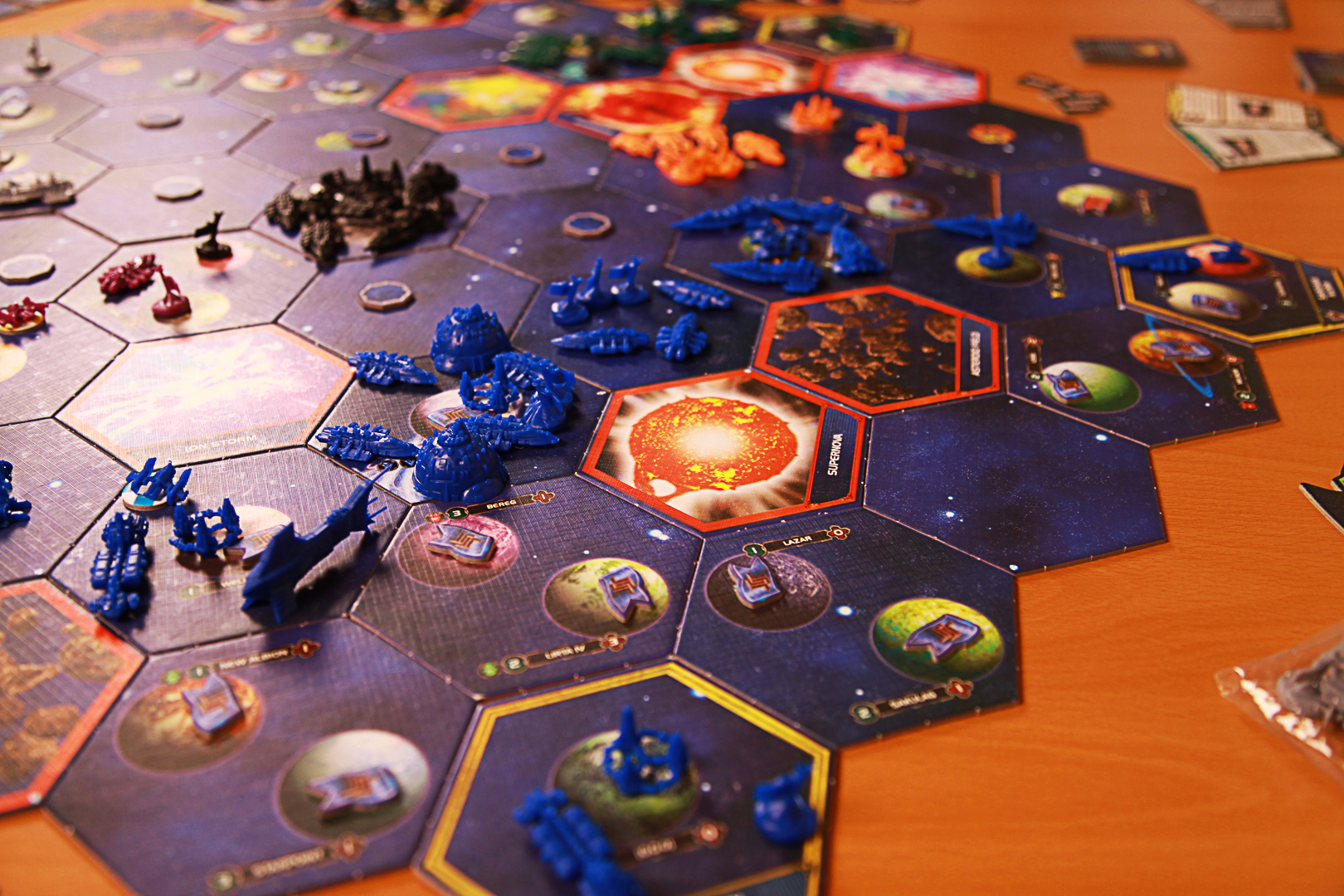 The Mindnet's powerful fleets form an imposing defensive line.