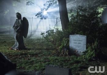 Sara Lance grave